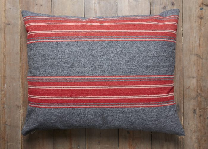 HL3569-Swedish-Pillow-BR754-0007