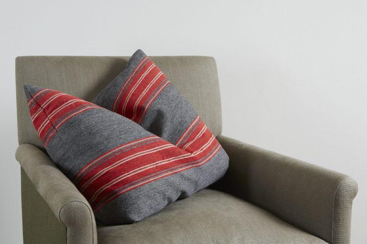 HL3569-Swedish-Pillow-BR754-0008