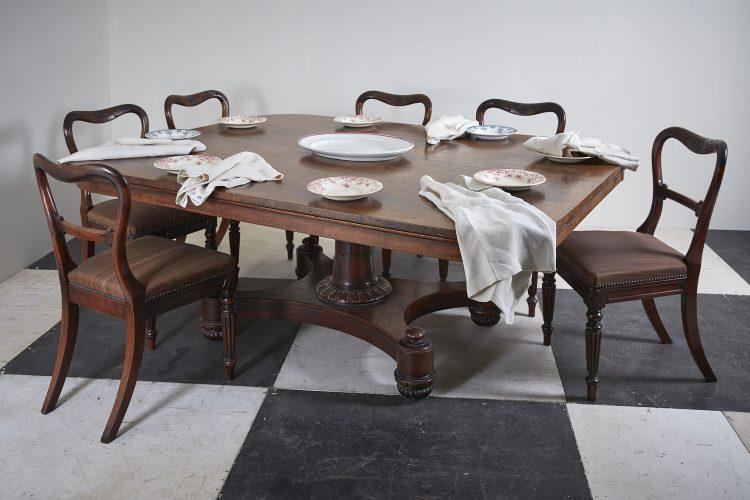 HL4057-Regency-Breakfast-Table-BW-0001-1