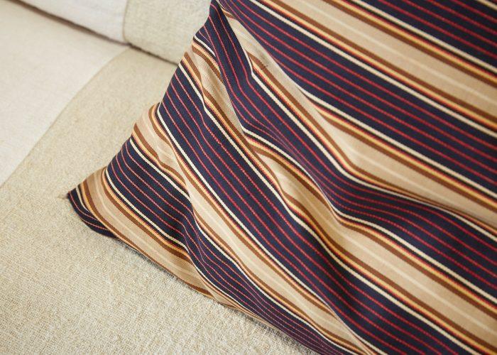 HL4274 – Swedish Pillow Brown Red Purple-0005