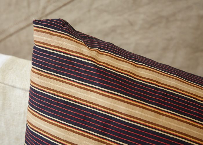HL4274 – Swedish Pillow Brown Red Purple-0006
