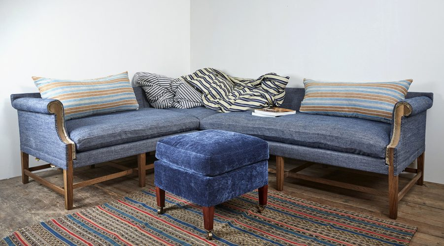 Howe Corner Greyhound Sofa-set up