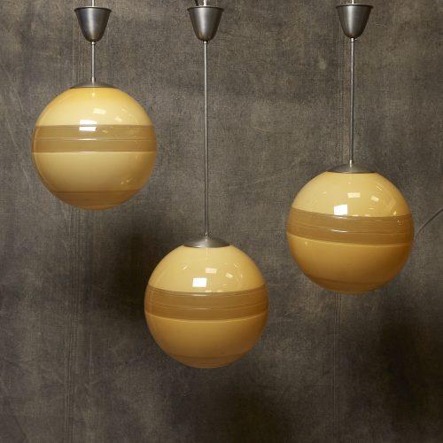 Yellow-Globe-Hanging-Lamps-4