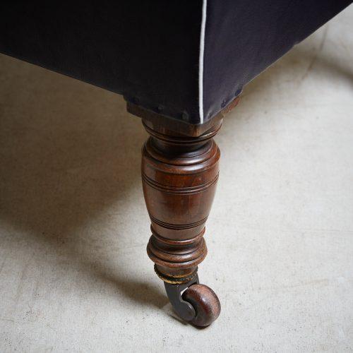 HL1588-Howard & Sons Upholstered Chair-0010