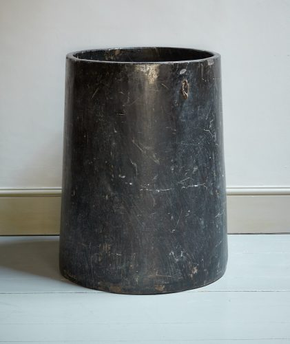 HL2856 – Tree Trunk Planter-0002