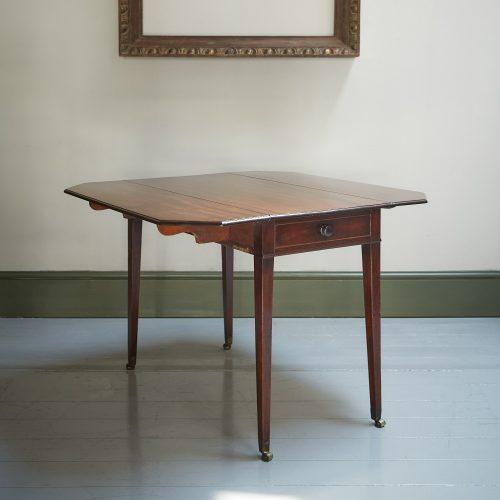 HL4280 – George III Mahogany Pembroke Table-0006