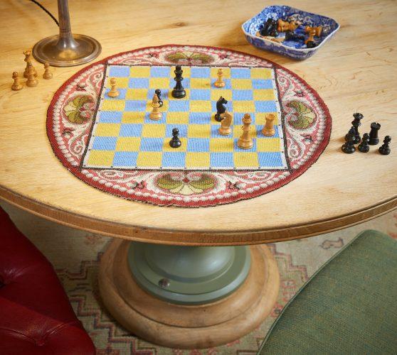 HL4388 – Beadwork Travelling Chess Board-0001