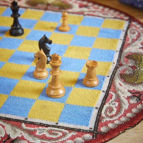 HL4388 – Beadwork Travelling Chess Board-0002