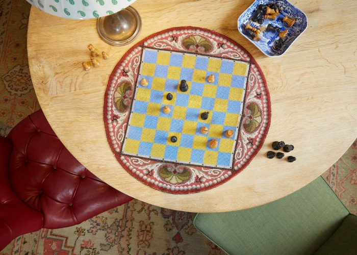 HL4388 – Beadwork Travelling Chess Board-0005