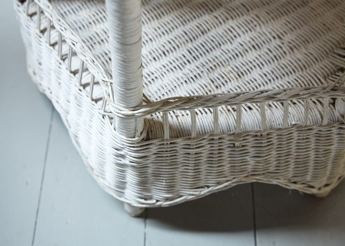 HL4438 – Painted Wicker Table-0009
