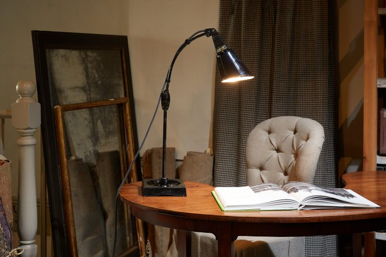 HL4466 – Zonalite Black Walligraph Lamp-0004
