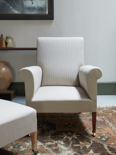 HL2507 – Armchair and Footstool-0024