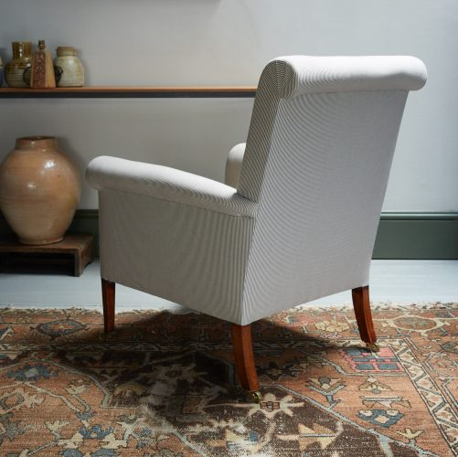 HL2507 – Armchair and Footstool-0026