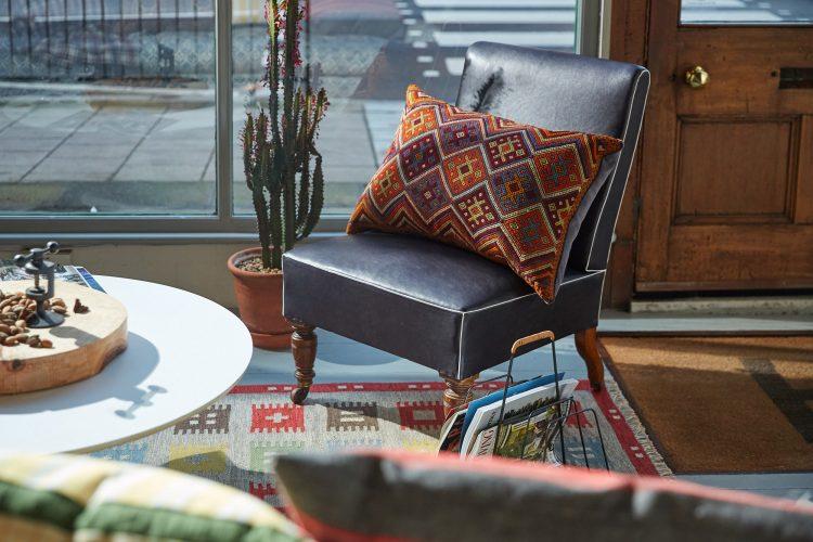 HB900264 – Vintage Caucasian Rug Pillow-0001