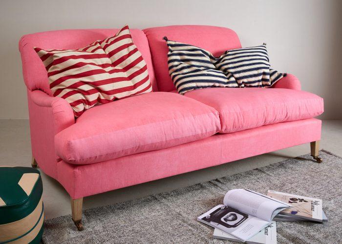Pink Labrador Settee – Stock-0005