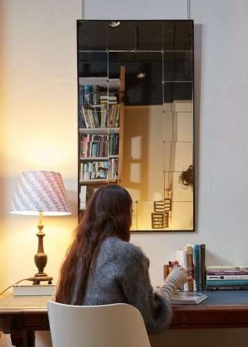 HL4611 – Swedish Mirror – Black Frame-0003