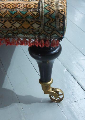 HB900318 – Aladdin Moroccan Rug Stool-0005