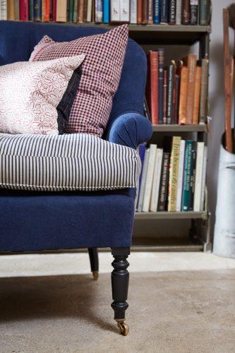 HB900345 – Napoleon III Style Sofa-0019