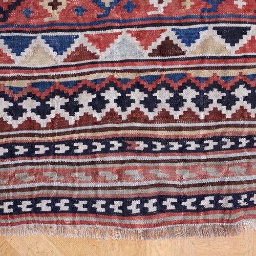 15 HL4576 – Persian Gashgai Kilim-0006