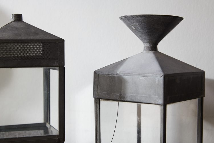 HL4747 – Five decorative glass and steel objects-0003