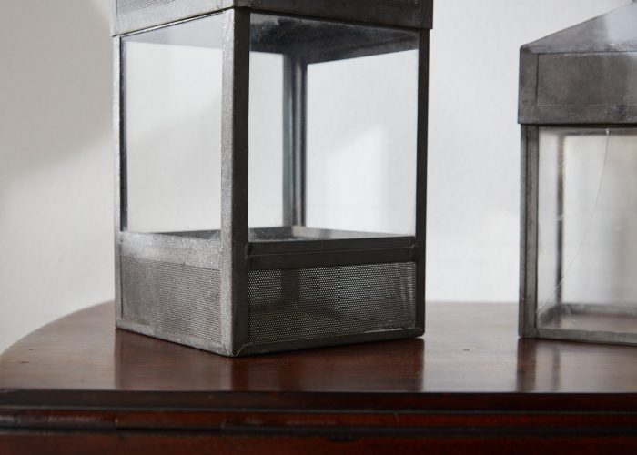 HL4747 – Five decorative glass and steel objects-0005