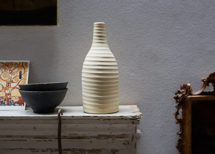 HL4827 – Cream Ribbed Vase-0001