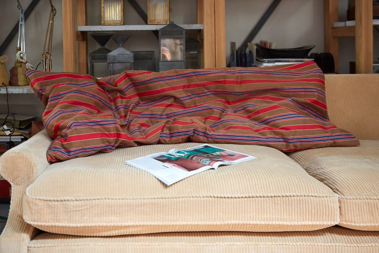 HL4858 – Large Brown Swedish Pillow-0002
