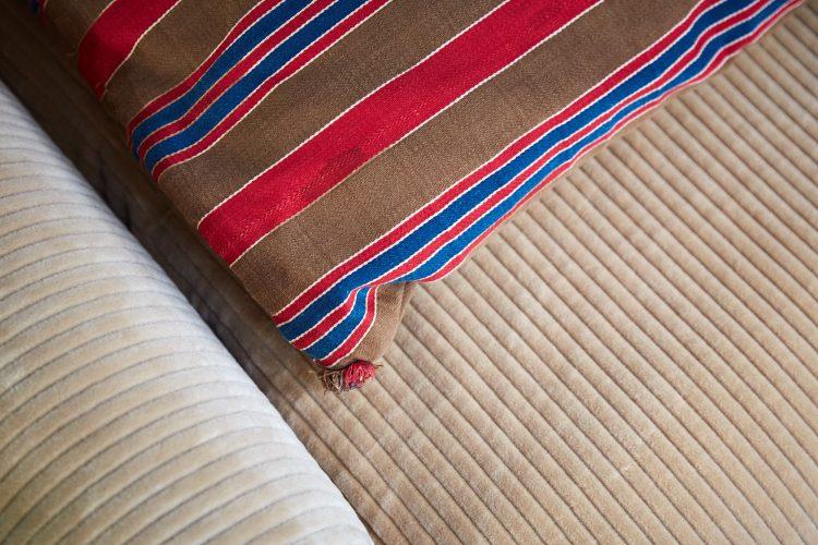 HL4858 – Large Brown Swedish Pillow-0004