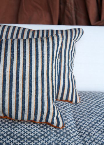 HB900338 – Ticking Cushion with Velour-0004