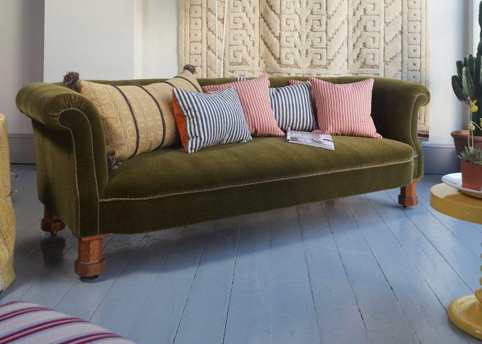 HL4528 – Victorian Chesterfield Sofa 2-0002