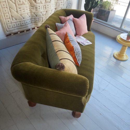 HL4528 – Victorian Chesterfield Sofa 2-0007
