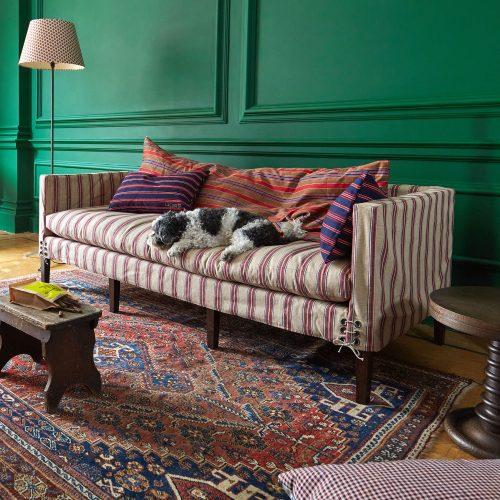HB900367 – Howe Dog Bed Settee