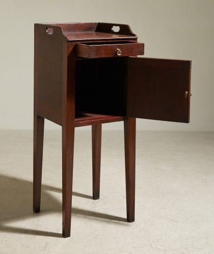 HL4875 – George III Mahogany Pot Cupboard-0002